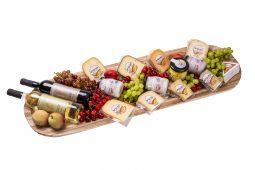 פלטת עץ גבינות ויינות ענקית